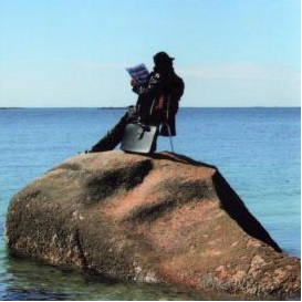 Lendo no mar